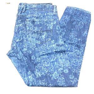 Lucky brand printed boyfriend jeans.